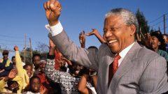"""""""Mücadele benim hayatımdır"""" diyen Madiba ölümsüzlüğe ulaştı"""