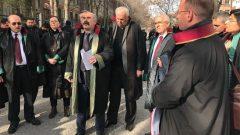 Kurtuluş Partili Hukukçular, Partimizin Halkımızla kucaklaşmasına engel olmak isteyen AKP'giller'in emir eri haline gelmiş Yargıtay Cumhuriyet Başsavcılığı Siyasi Partiler Bürosuna karşı canhıraş hukuk mücadelesine bugün de devam ettiler