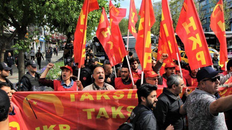 Sanmayın ki baskılarınız, saldırılarınız, gözaltılarınız Gerçek Devrimcileri yıldırabilir!  2019 1 Mayısı'nda da İşçi Sınıfının Vatanı Taksim için dövüştük, dövüşmeye devam edeceğiz!  Taksim Vatanımızı özgürleştireceğiz!