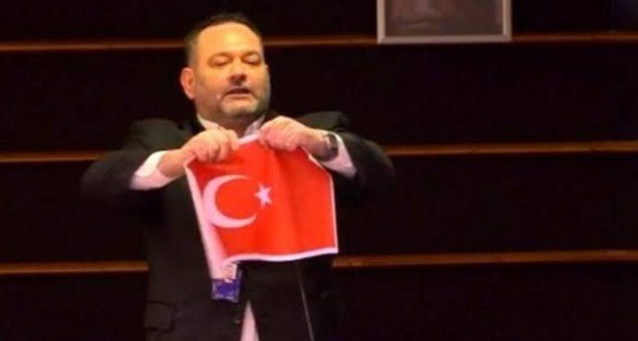 Ege'deki Adalarımızın işgalini Türk Bayrağını yırtmaya kadar vardırdılar