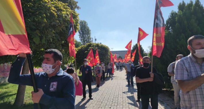 Türkiye Devrimi'nin Önderi Kıvılcımlı Usta'yı  Bedence Aramızdan Ayrılışının 49'uncu yılında mezarı başında andık