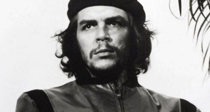 Kahraman Gerilla Che, 53 yıldır Mazlum Dünya Halklarının, İnsan soyunun en büyük düşmanlarına karşı mücadelesinde yol gösterdi, göstermeye de devam edecek!