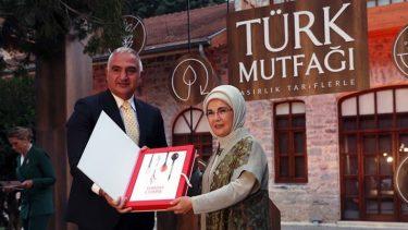 Emine Erdoğan'ın Yemek tarifleri kitabına yüzbinlerce TL aktarılmasını yargıya taşıdık!